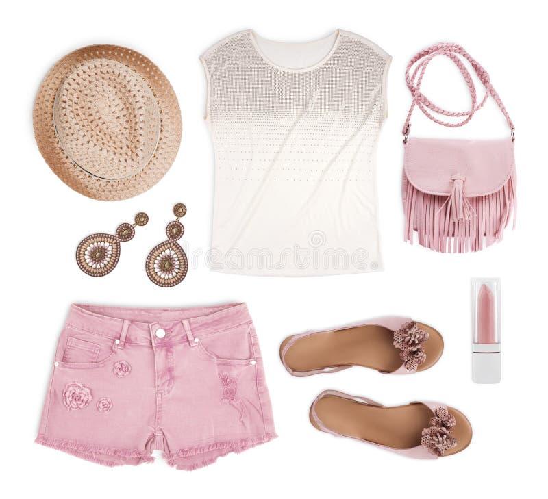 Satz weibliche touristische Sommerkleidung lokalisiert auf weißem Hintergrund stockfotografie