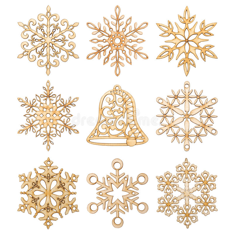 Satz Weihnachtsschneeflocken und Handglockenformdekoration machten Holz lizenzfreie abbildung