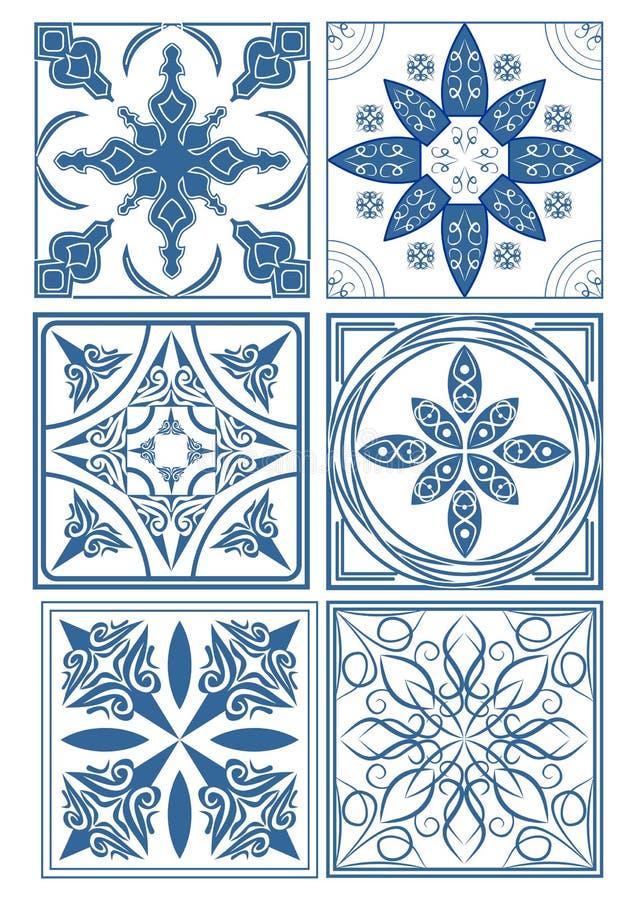 Satz Weinlesekeramikfliesen in azulejo Design mit blauen Mustern auf weißem Hintergrund, traditionellen Spanien- und Portugal-Ton lizenzfreie abbildung