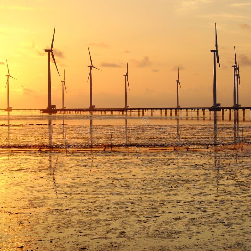 Saubere Energie, Windkraftanlage stockbilder
