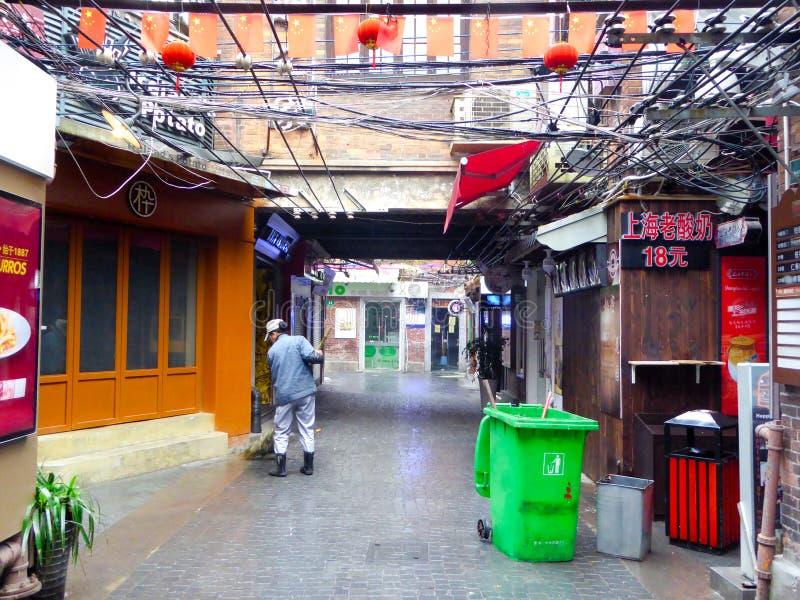Sauberere Reinigungs-Tianzifang-Gasse stockfotos