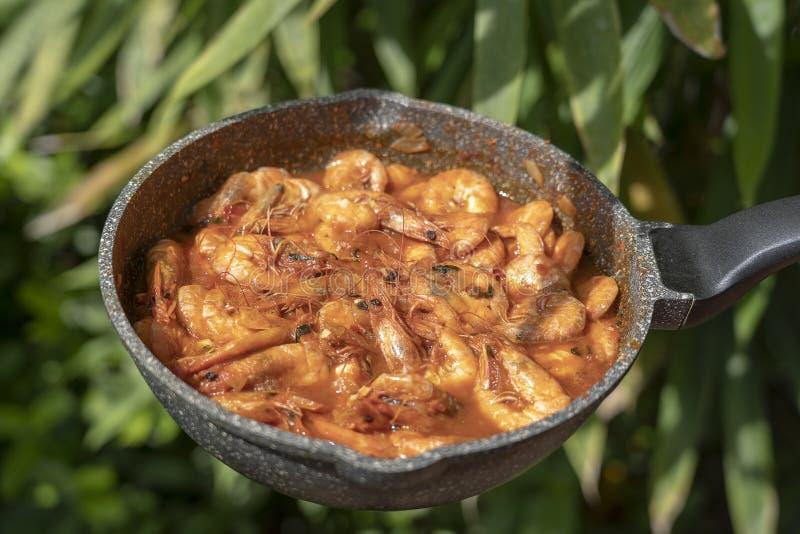 Sauce à cari frite de crevette avec l'ail et le poivre photo stock