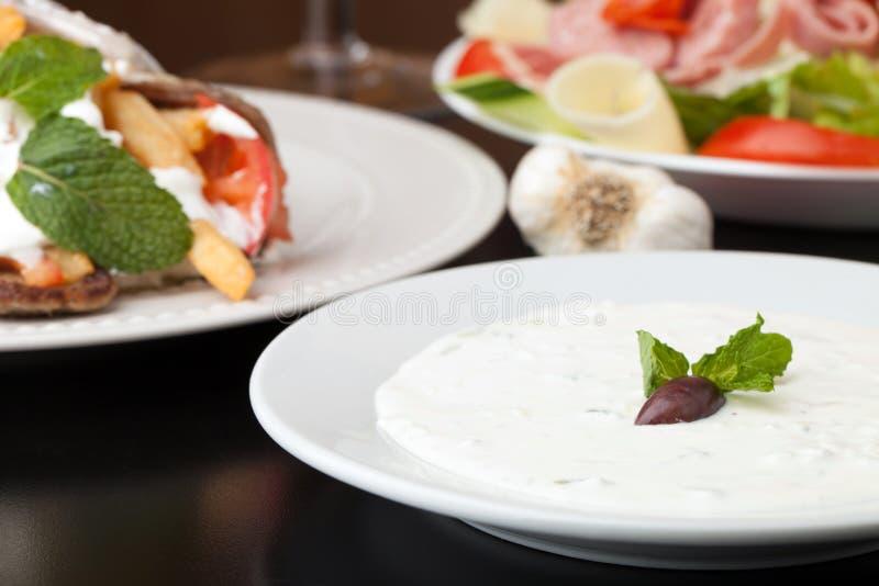 Sauce à Tzatziki de Grec photos stock
