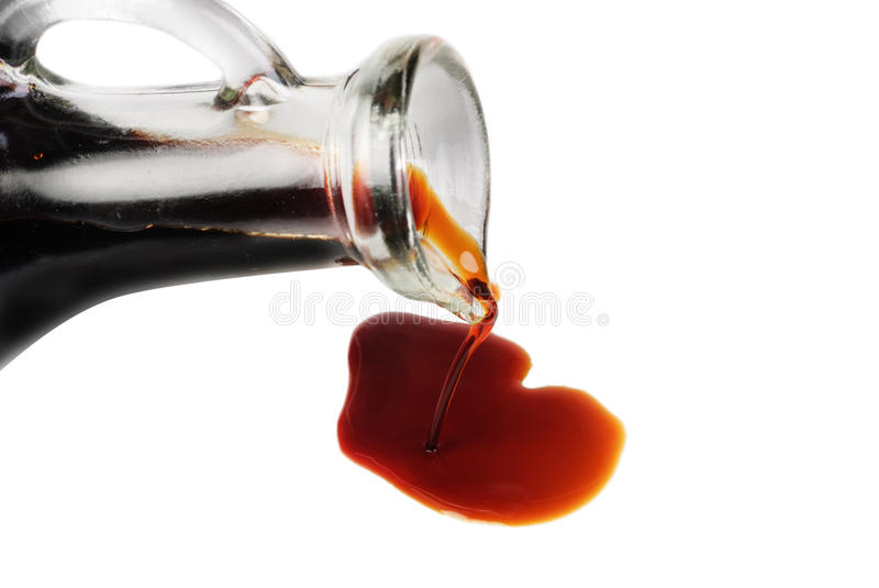 Sauce de soja d'isolement sur le blanc photo stock