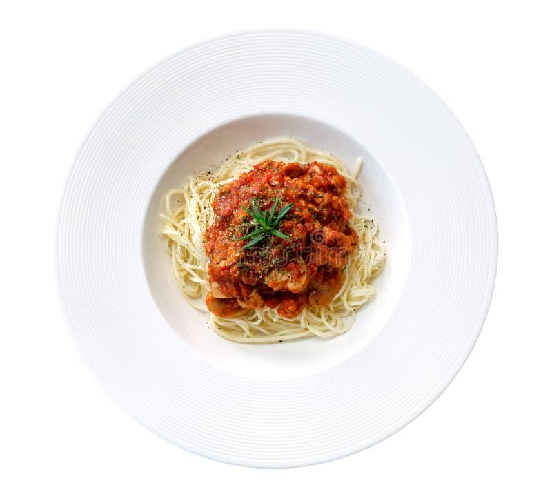 Sauce tomate de spaghetti dans la vue supérieure de plat en céramique d'isolement sur le fond blanc, chemin image libre de droits