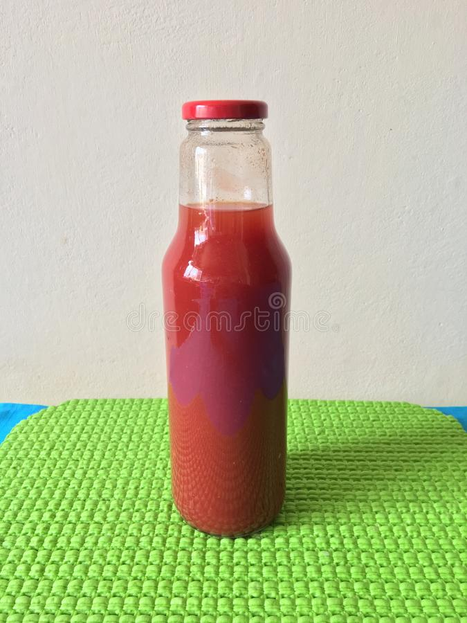 Sauce tomate faite maison image libre de droits