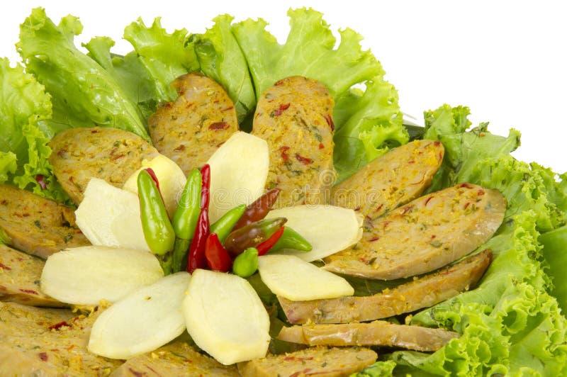 Saucisse épicée thaïlandaise grillée Sai Aua de Notrhern sur le fond blanc de fond blanc avec le chemin cipping photos libres de droits