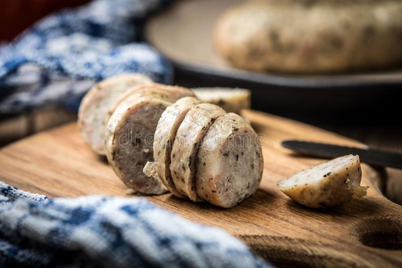 Saucisse blanche savoureuse coupée en tranches photographie stock libre de droits
