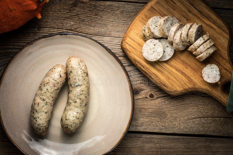 Saucisse blanche savoureuse coupée en tranches images stock