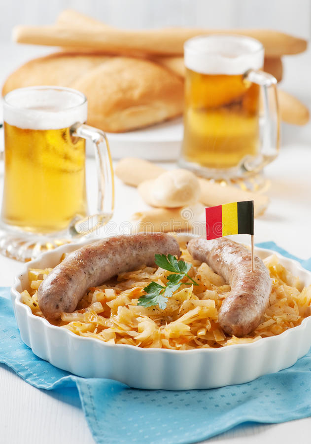 Saucisse et chou allemands photographie stock libre de droits
