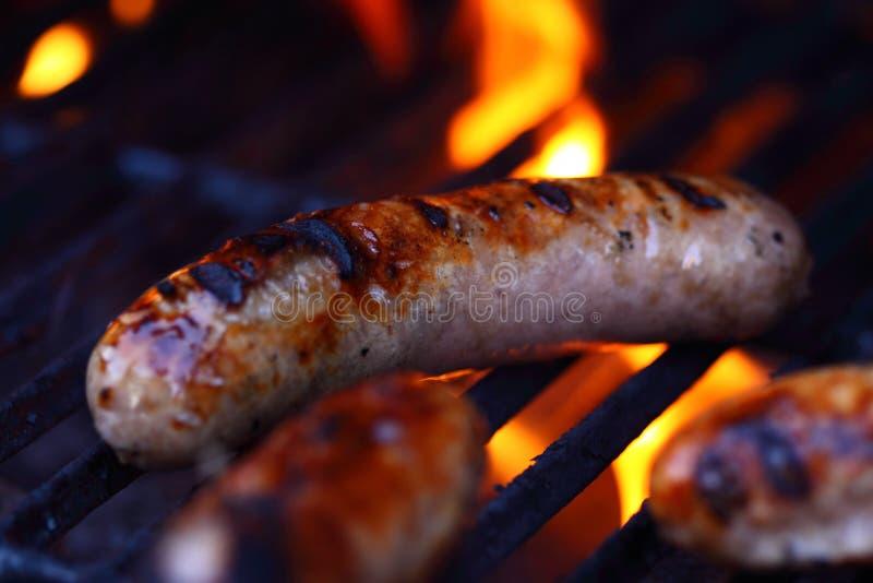Saucisse sur le barbecue A images libres de droits
