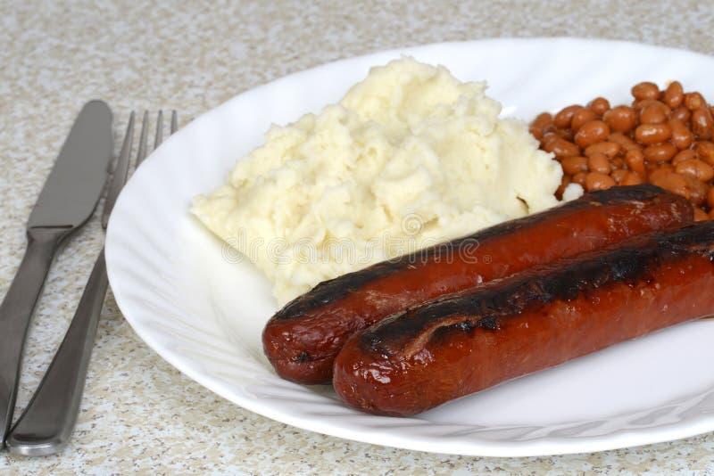 Saucisses anglaises de plan rapproché et purée de pommes de terre image stock