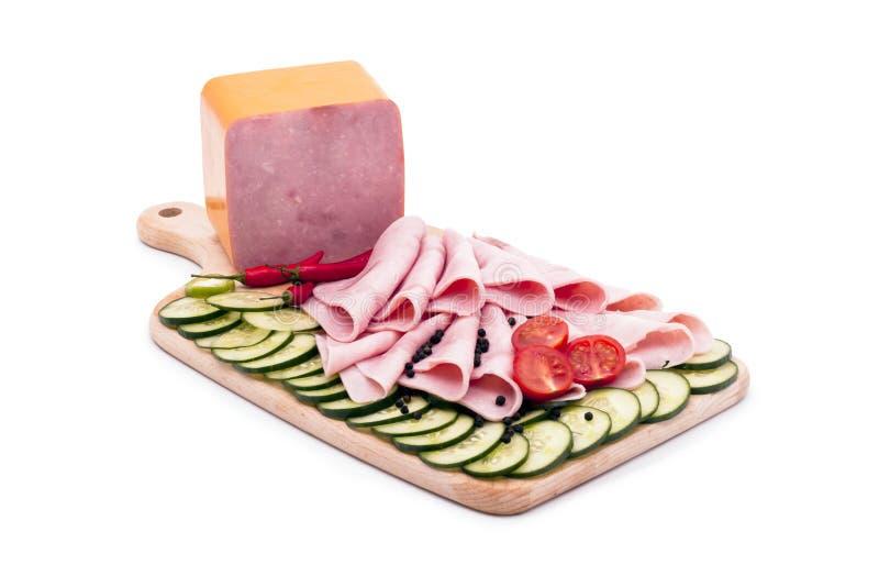 Saucisses délicieuses, servies sur le champ de cablage à couches multiples. photos stock