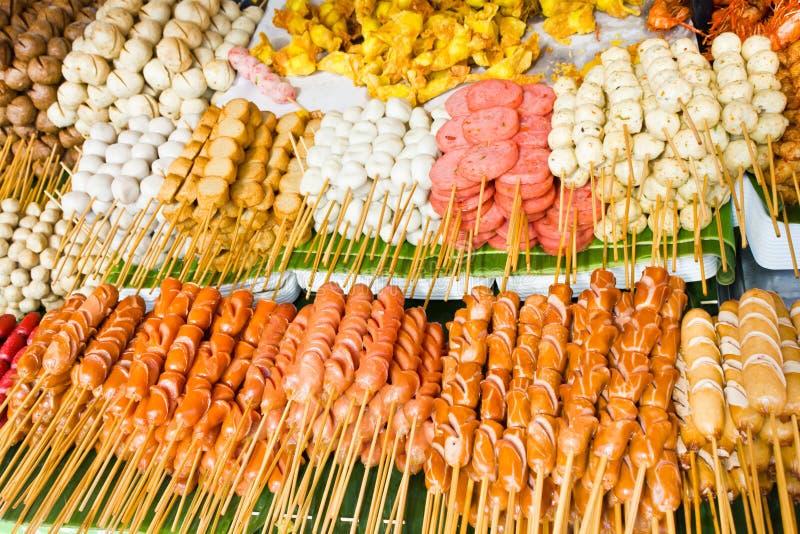 Saucisses frites et boulettes de viande frites photographie stock