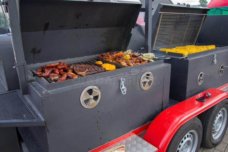 Saucisses Fumées Grillées, Poivrons Et Paprika, Street Food