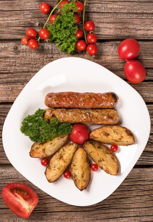 Saucisses grillées délicieuses photos libres de droits