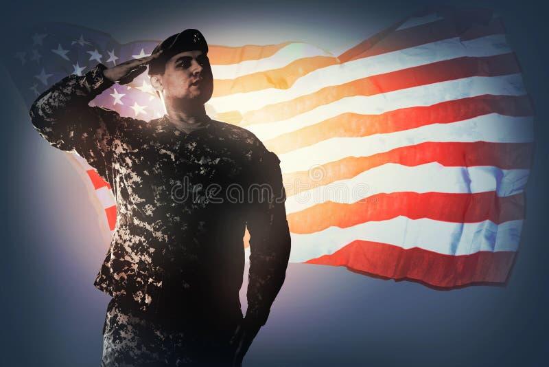 Saudando a bandeira nacional imagens de stock