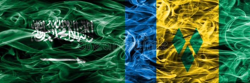Saudi-Arabien gegen die St. Vincent und die Grenadinen Rauchflaggen nebeneinander gesetzt Dicke farbige seidige Rauchflaggen von  lizenzfreie abbildung