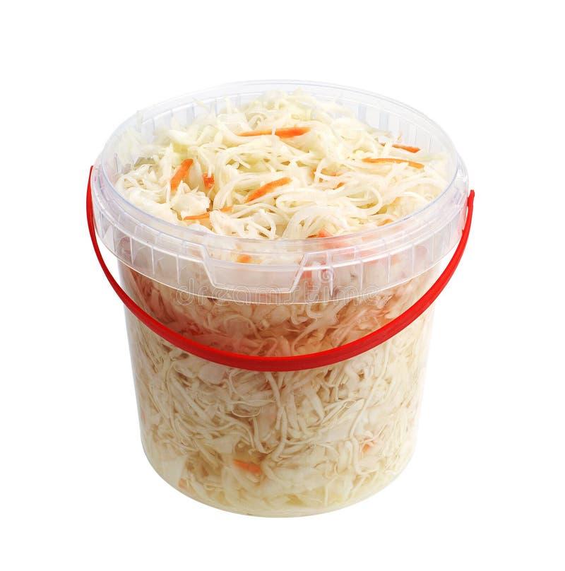 Sauerkraut σε έναν πλαστικό κάδο στοκ εικόνες