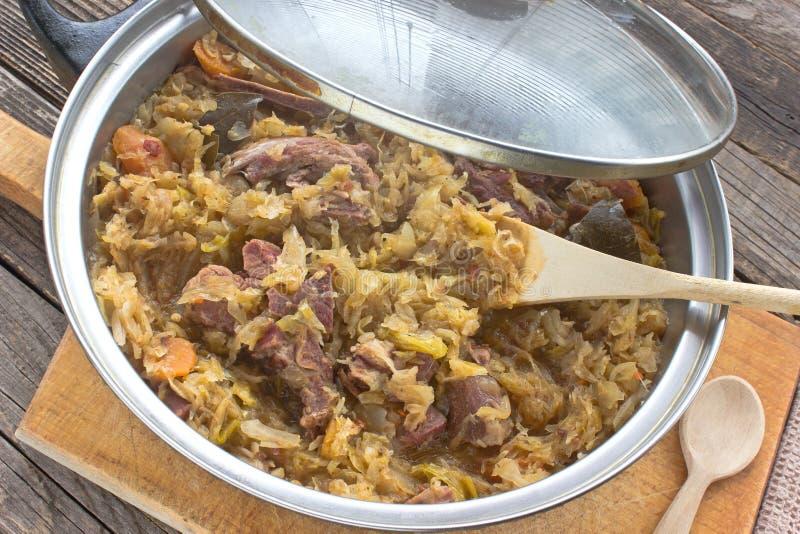Sauerkraut с копченым мясом свинины стоковое изображение
