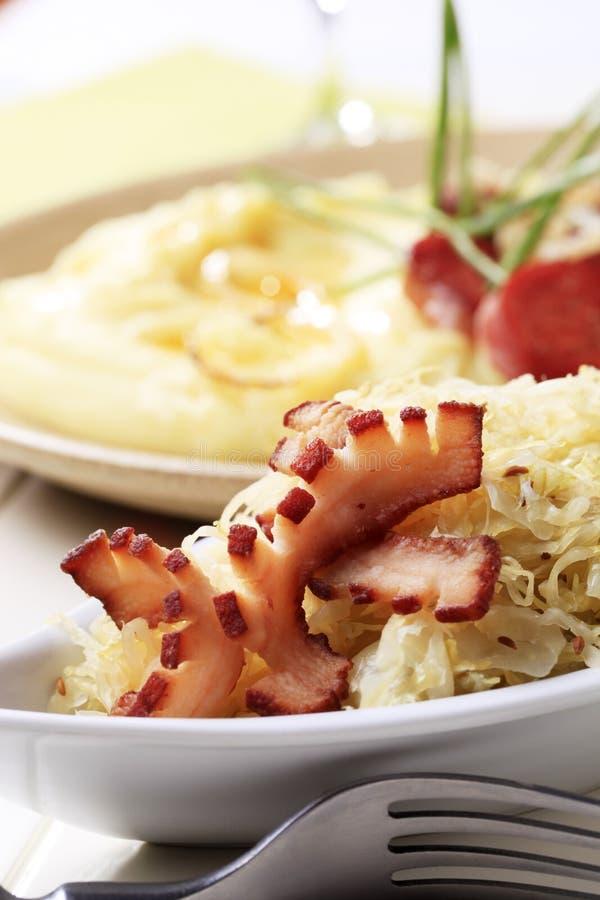Sauerkraut e bacon imagens de stock royalty free