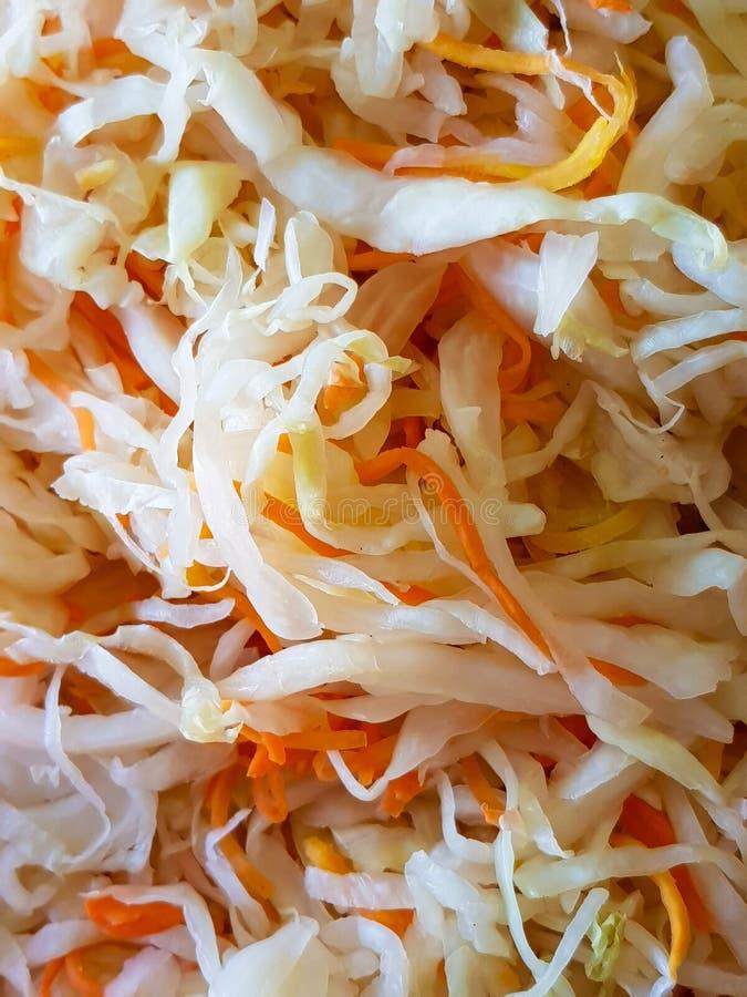 Sauerkraut ist eine Quelle von Mineralien und von Nährstoffen Nahaufnahme stockbilder
