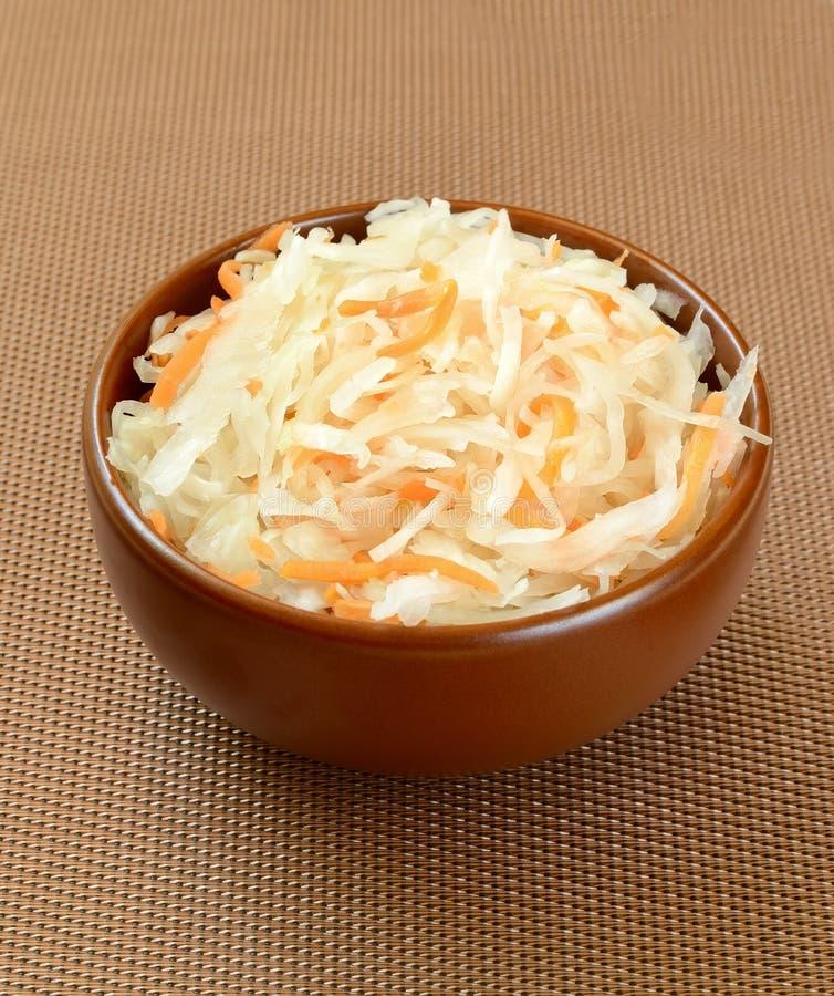 Sauerkraut w pucharze obrazy stock