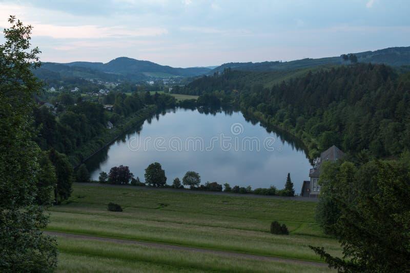 sauerland Allemagne de débouché de lac de sorpesee photographie stock libre de droits