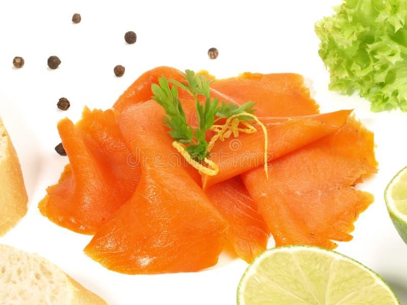 Saumon? sauvage fum? - tranches de poissons images stock