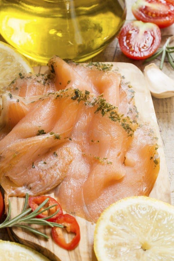 Saumons avec des ?pices photo libre de droits