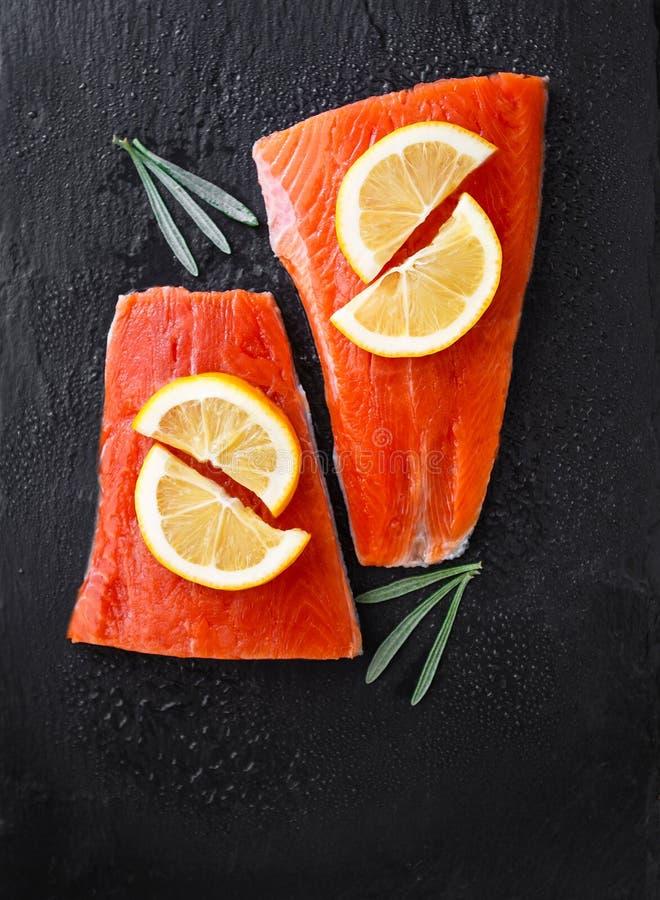 Saumons de saumon rouge d'Alaska attrapés sauvages photos libres de droits