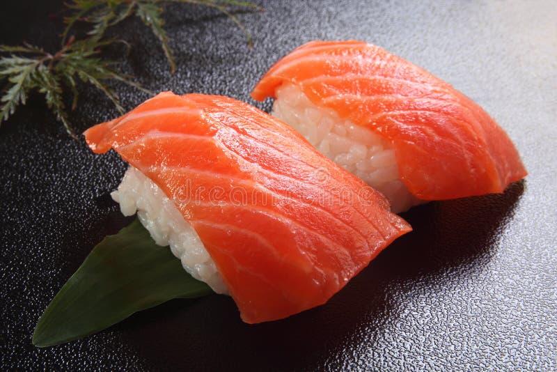 Saumons de sushi image libre de droits