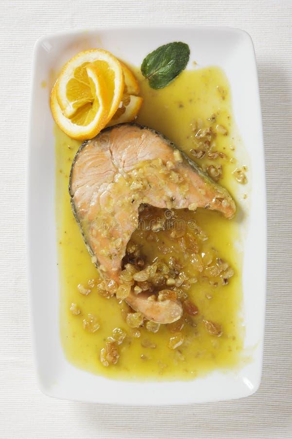 Saumons et raisins secs photographie stock libre de droits