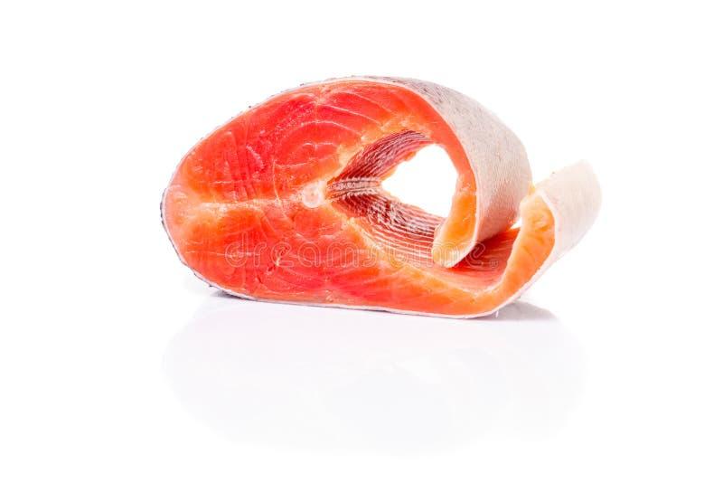 Saumons frais d'isolement sur le fond blanc photos stock
