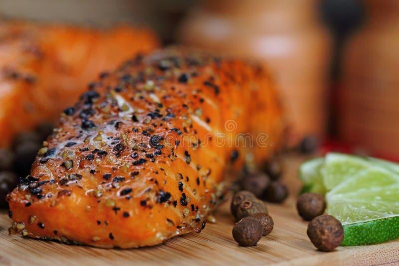 Saumons grillés photographie stock