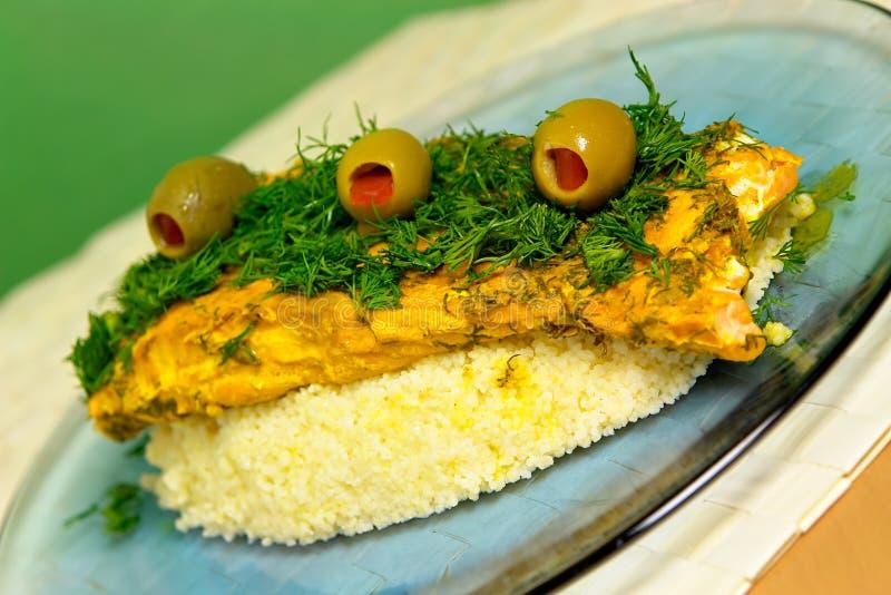 Saumons marocains avec le couscous photographie stock libre de droits