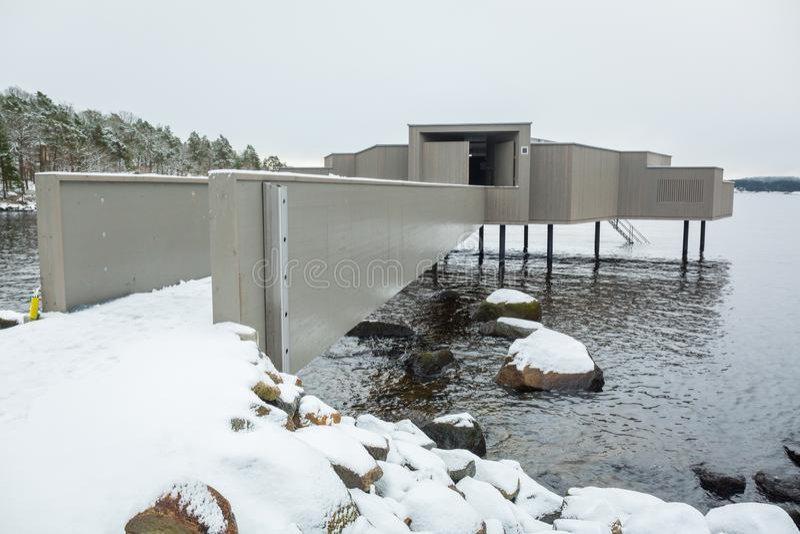 Sauna de madera en la costa del mar Báltico en Suecia imagen de archivo