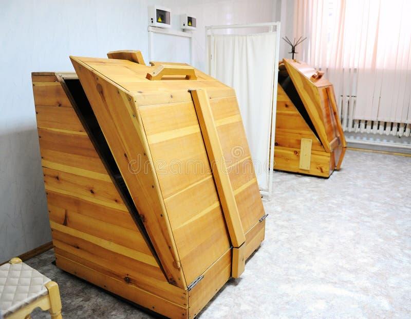 Sauna del barilotto del cedro immagini stock