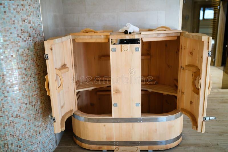 Sauna del cedro nella località di soggiorno di stazione termale fotografie stock libere da diritti