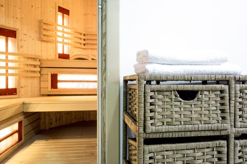 Saunagebied in modern huis royalty-vrije stock afbeelding