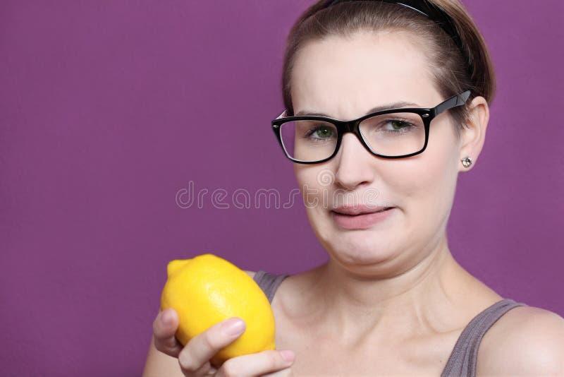Saure Zitrone stockbilder