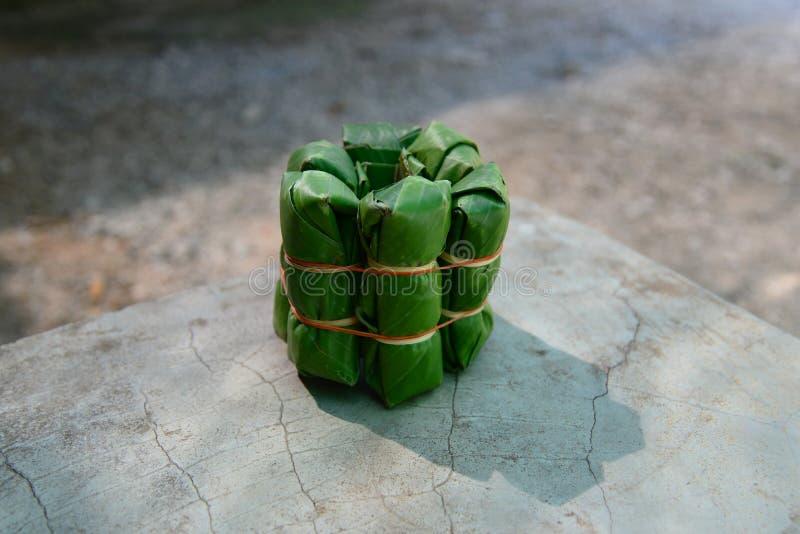 Saures Schweinefleisch eingewickelte Bananenblätter stockfoto