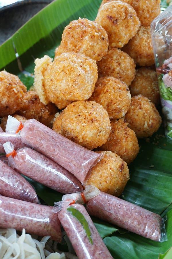 Saures Schweinefleisch und knusperiger Reis stockbilder
