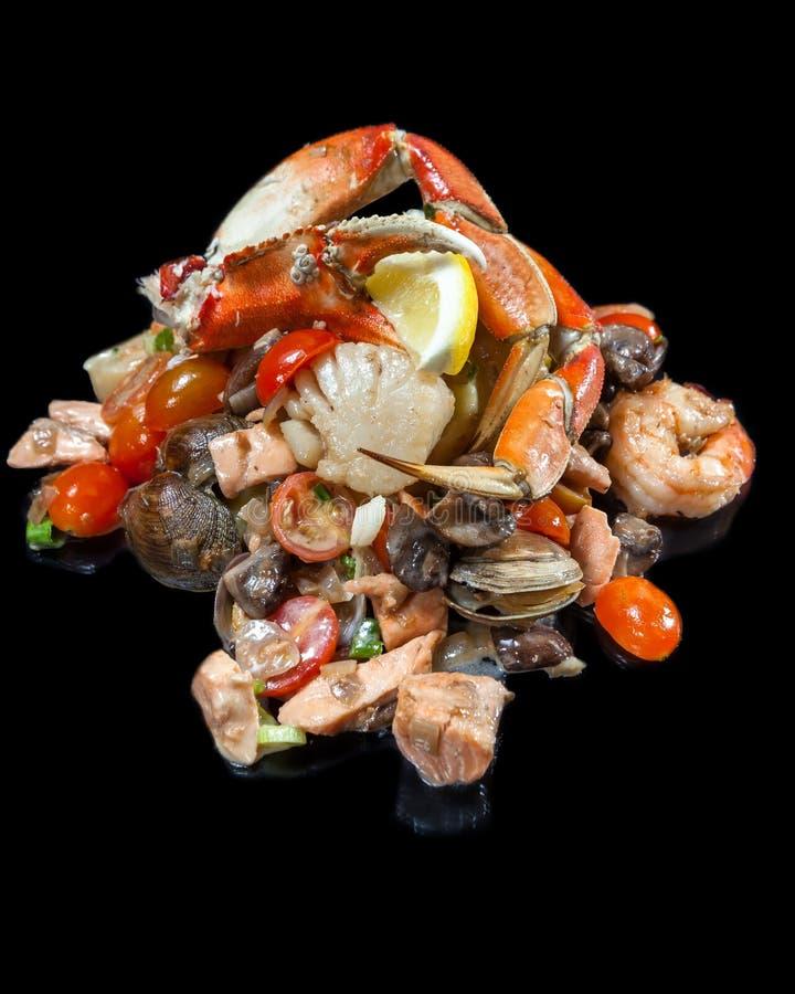 Sautéed混合了海鲜堆了高 免版税库存图片