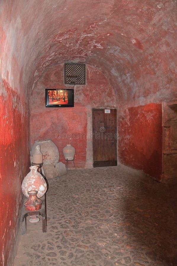 Sauté autour de la chambre à l'intérieur du musée arabe de bains image libre de droits