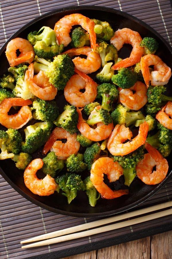 Sauté avec la crevette, le brocoli et l'ail - nourriture chinoise clos images stock
