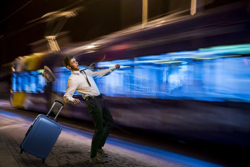 Sauté de dessous le tram photo stock