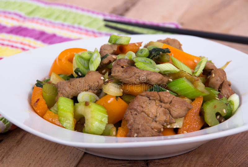 Sauté de porc avec des légumes images stock