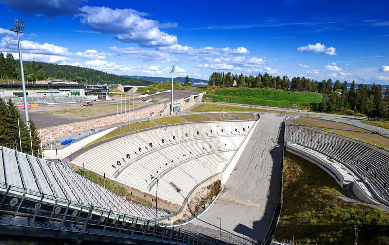 Saut à skis de Holmenkollen à Oslo photographie stock libre de droits