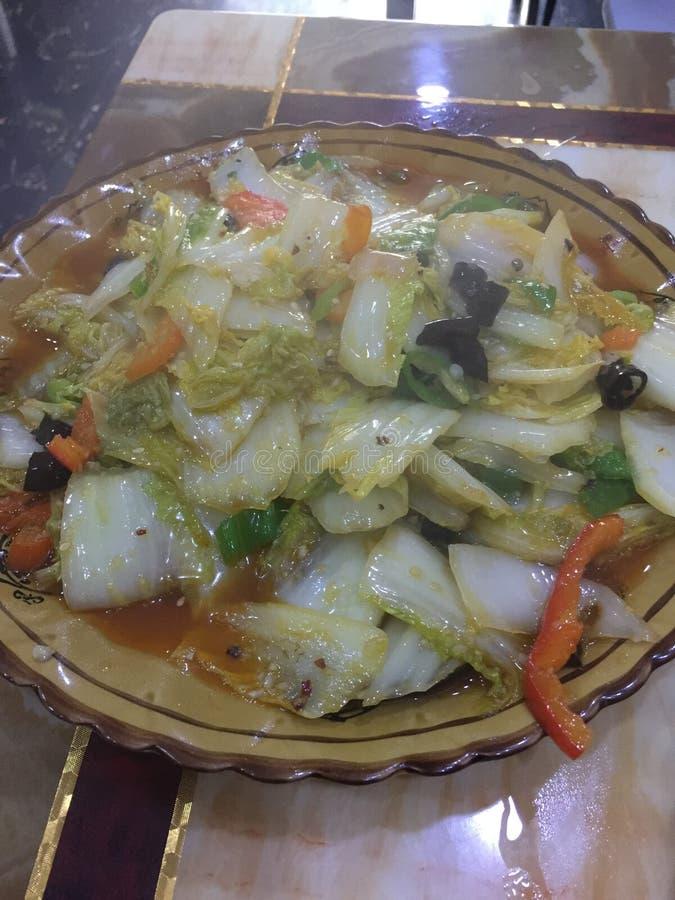 Saute Chinese kool met Spaanse peper royalty-vrije stock afbeeldingen